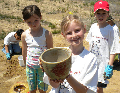 Poterie découverte lors d'une fouille archéologique