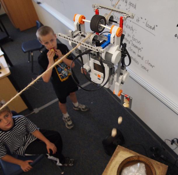 Un robot monté sur poulie en salle de classe : pédagogie de projet